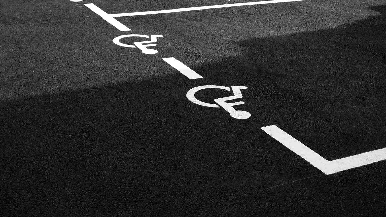 Marquage au sol & signalisation — Collectivités, Accessibilité
